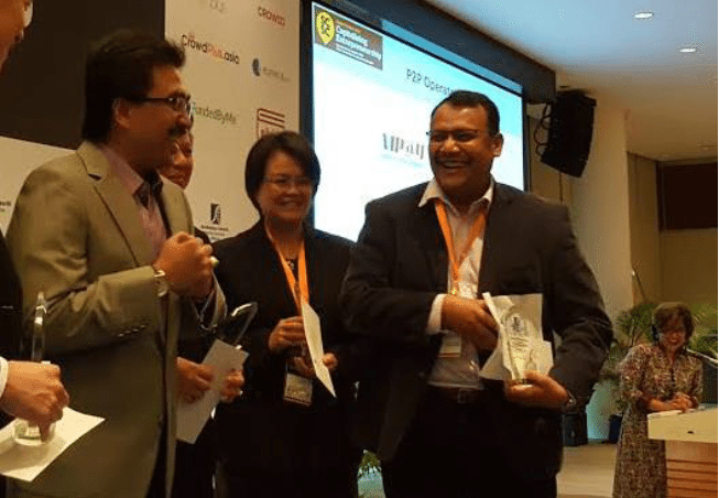Minister Datuk Haji Johari Abdul Ghani and Dr Shahridan Faiez sharing a light moment on stage after awarding the license to EthisKapital.com