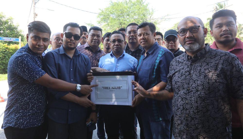 nasionalism crowdfunding malaysia crowdfunding free najib